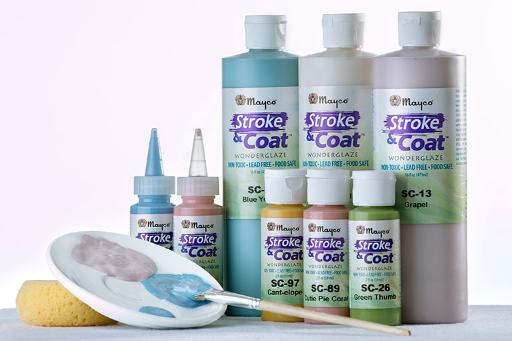 Farbpalette, Pinsel, Farbauswahl in Flaschen und Tuben